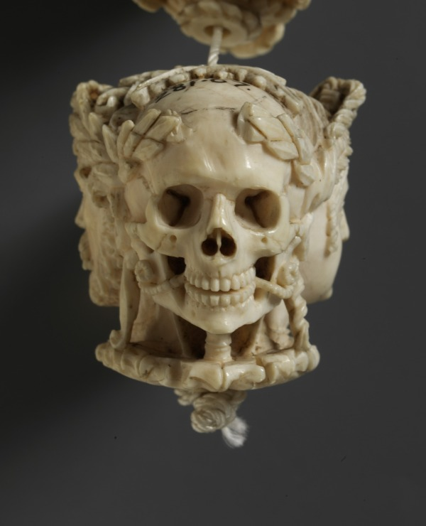 Memento mori (prayer bead)